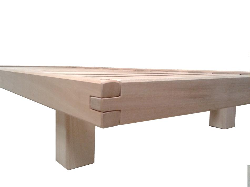 Letto divano Wood in legno massello con Futon - Arredo e Corredo