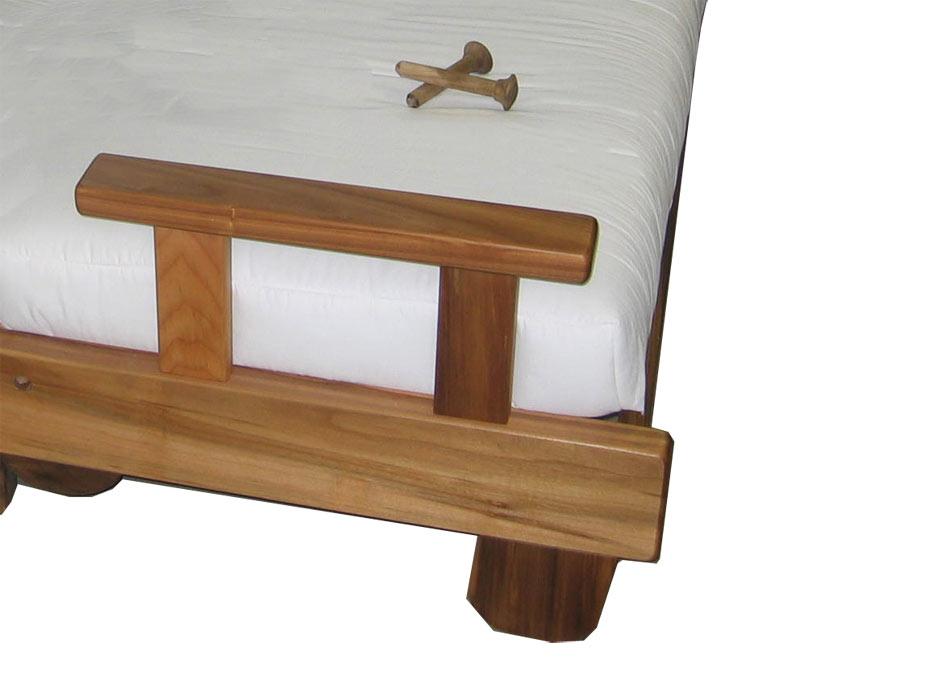 Divano letto in legno con futon nature matrimoniale arredo e corredo - Divano letto doghe in legno ...