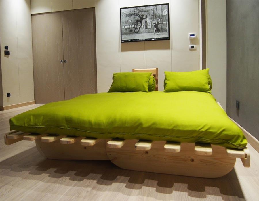 Divano letto in legno con futon summer arredo e corredo - Divano letto doghe in legno ...